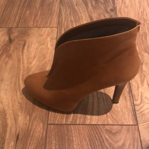 Bootie/ heels